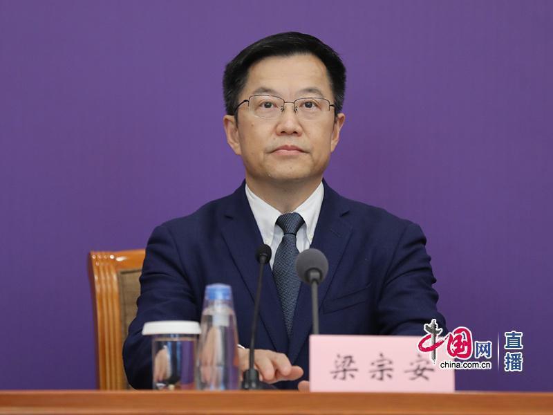 四川大學華西醫院呼吸與危重症醫學科主任梁宗安。圖/取自中國網直播截圖