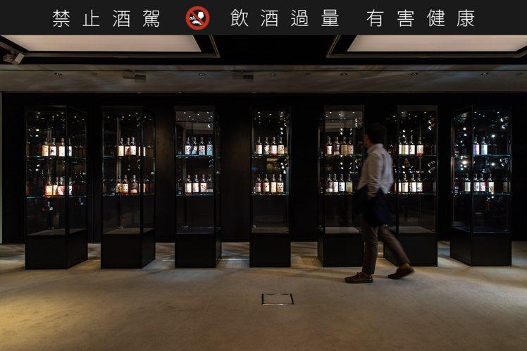 2019年8月香港邦瀚斯刷新羽生伊知郎全副撲克牌系列,以719萬港元(約2771...