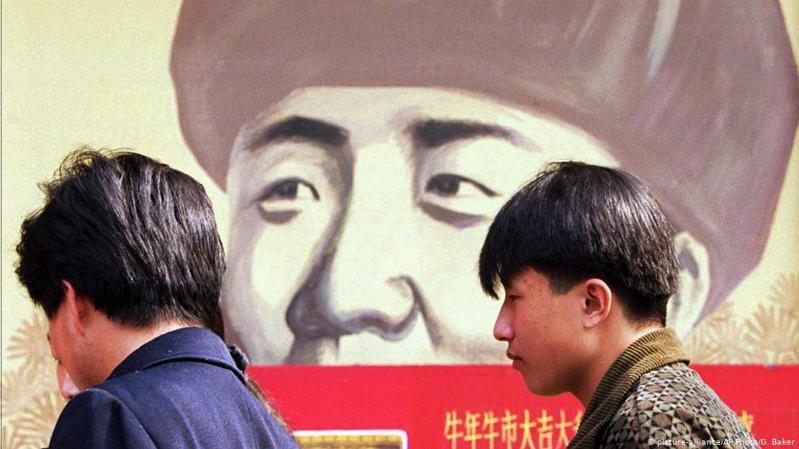 香港《蘋果日報》上周三(4月29日)引述消息指,中國官方已口頭通知各大影片平台及影視公司,只要不是無可取代的港台幕前幕後人員,若沒有表態是愛國者,盡量不采用。德國之聲中文網