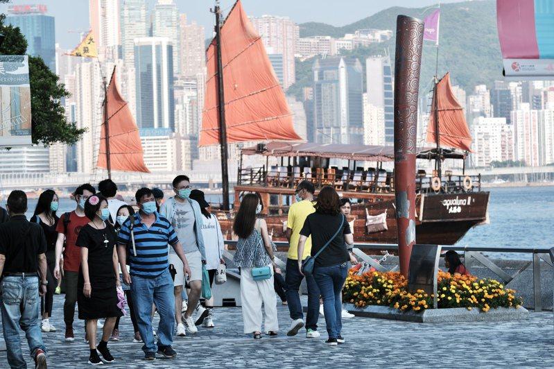 政府早前延長「限聚令」及限制飲食業的防疫措施14天,至5月7日屆滿。 香港中國通訊社