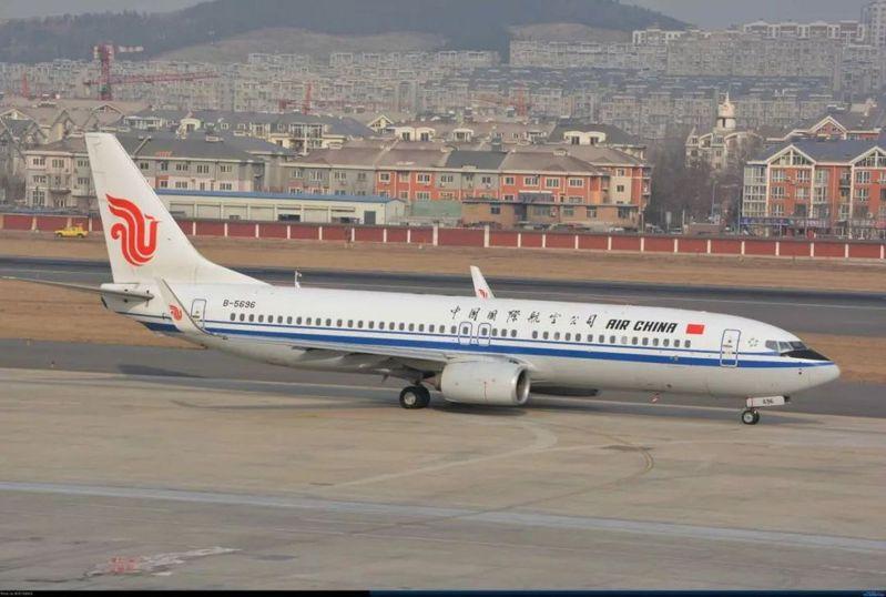 在中國外交部的協調下,197名中國留學生搭乘國航CA046航班,5月2日傍晚從美國紐約抵達大連周水子國際機場。 圖取自微信