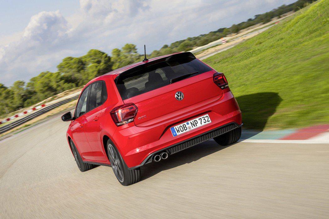 The Polo GTI搭載2.0升 TSI四缸渦輪增壓引擎和GTI專屬運動化懸...