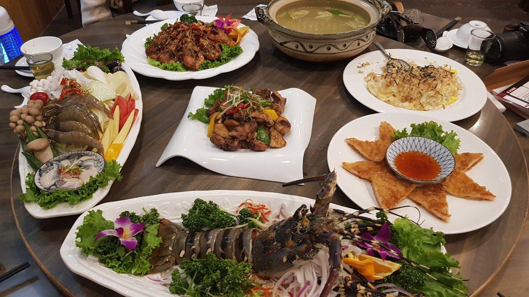 「九鼎天活蝦活蟹料理」餐廳菜單上還有許多令人垂涎三尺的美食及小吃,也特別提供團體...