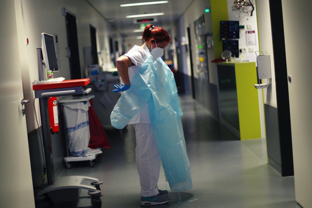 平均每5名住院醫師中,就有1人正認真考慮轉行、放棄從醫。 圖/美聯社