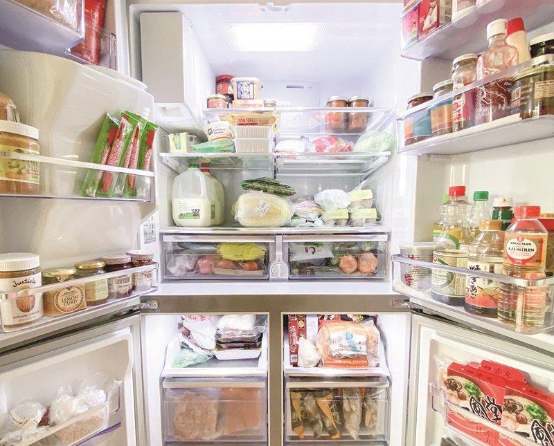 疫情期間,矽谷工程師老胡為妻子添購家中第二台冰箱,一次出門買滿、買足,減少上超市的次數。圖/謝凱婷提供