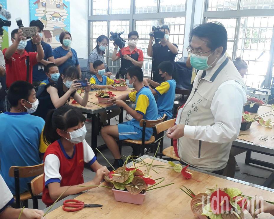 立委及环团指控政府漠视后壁农地污染,台南市长黄伟哲强调一切依法办理善后。记者周宗祯/摄影