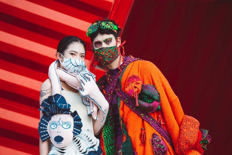 駁二藝術特區「2020青春設計節數位展」上線,參賽學生發揮巧思,防疫用品也成時尚配件。記者徐如宜/攝影