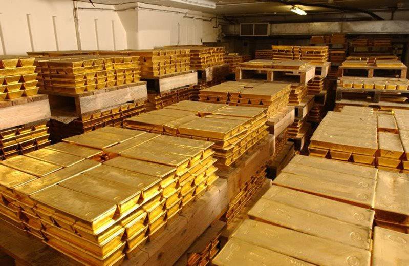 UBS貴金屬策略師特維斯認為,金價有望突破每英兩1,800美元。路透