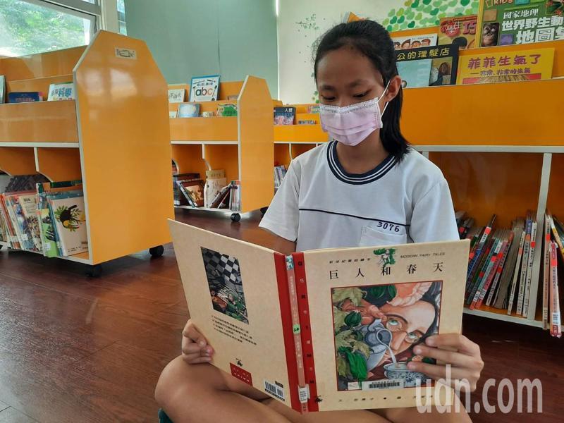 彰化縣政府和縣立學校整合圖書資源開出宅學習書單,鼓勵學生在家讀好書,度過防疫期。圖/縣政府提供