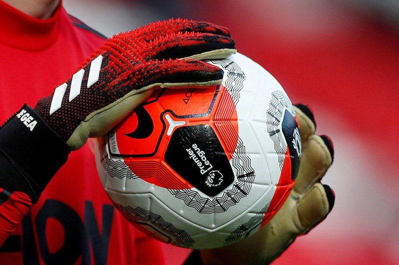 英超豪門曼聯宣布復賽後不會調漲票價,以確保球迷觀賽權益。 路透