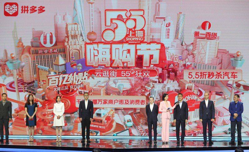 上海五五購物節來襲,4分鐘消費達到1億元。 中國新聞社