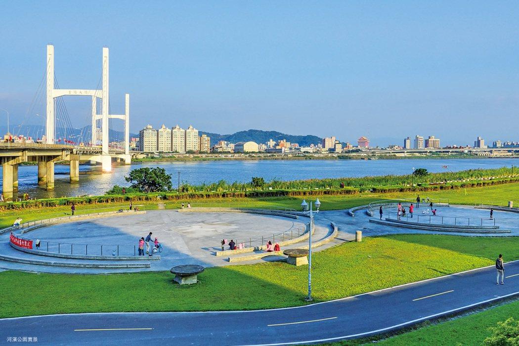 下樓漫步八千米河濱公園,享受健康生活。 圖/海悅廣告股份有限公司 提供