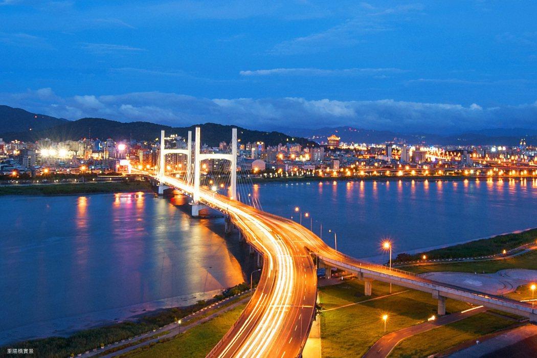 一橋之隔進北市,約5分鐘讀秒抵達士林、天母。 圖/海悅廣告股份有限公司 提供