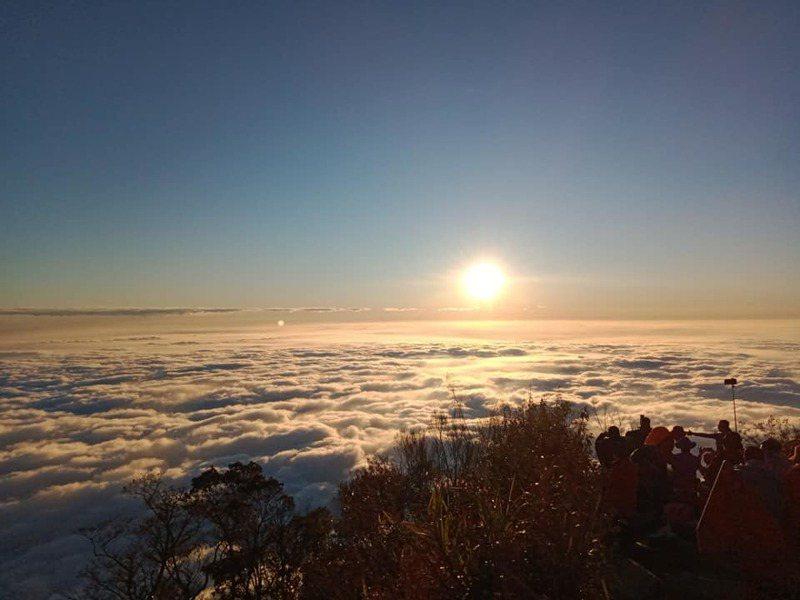 北大武山頂景色吸引登山客攀登。 圖/翻攝自屏東林區管理處北大武山資訊站 Facebook粉絲專頁