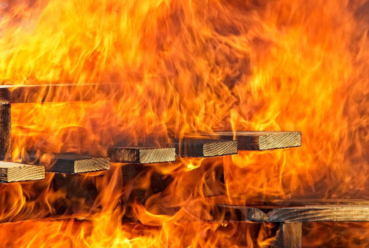 「萬年電器」的盲點及錯誤用電容易以發火災。 圖/unsplash