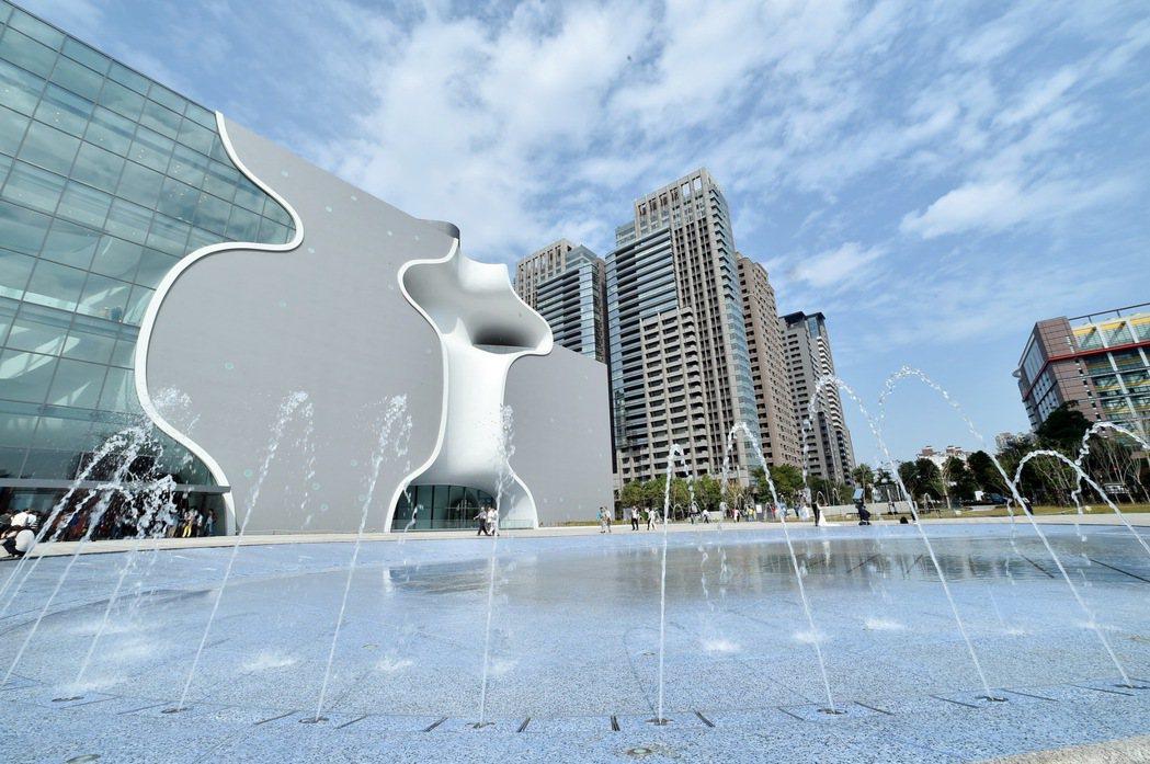 台中國家歌劇院大、中、小劇院3個場地去年演出超過400場次,平均遲到率在2%至3...