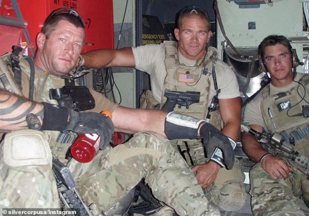 白銀公司的古德洛(圖中)曾是美國陸軍精銳特戰隊「綠扁帽」(Green Beret...