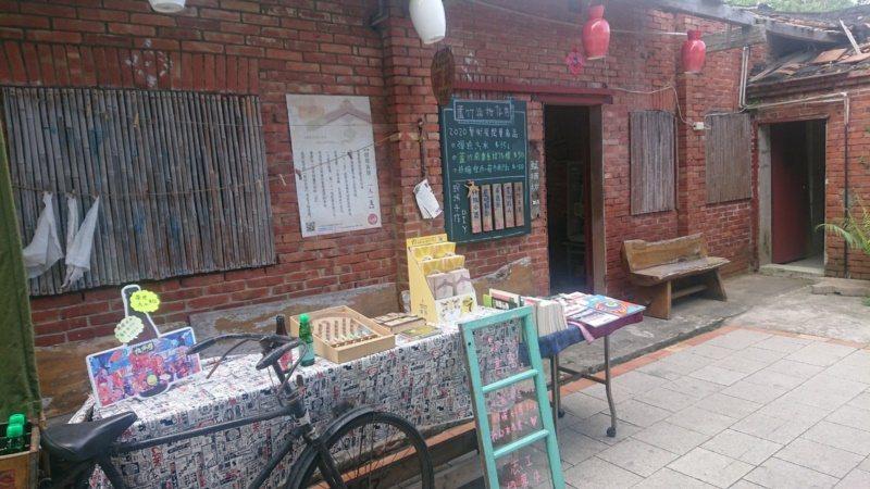 蘆竹湳的巷弄之間,還有1739開庄古厝、土埆厝、百年雜貨店等,展示傳統建築、擺設...