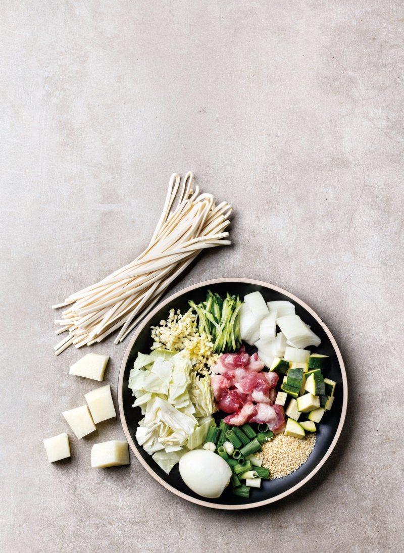 韓式炸醬麵-材料準備。 圖/台灣廣廈 提供