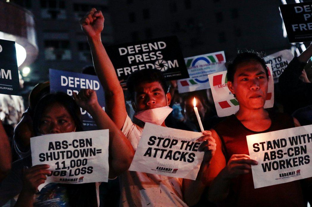 菲律賓最大的媒體集團ABS-CBN,日前因為其經營權能否被國會核准續約的爭議而躍...