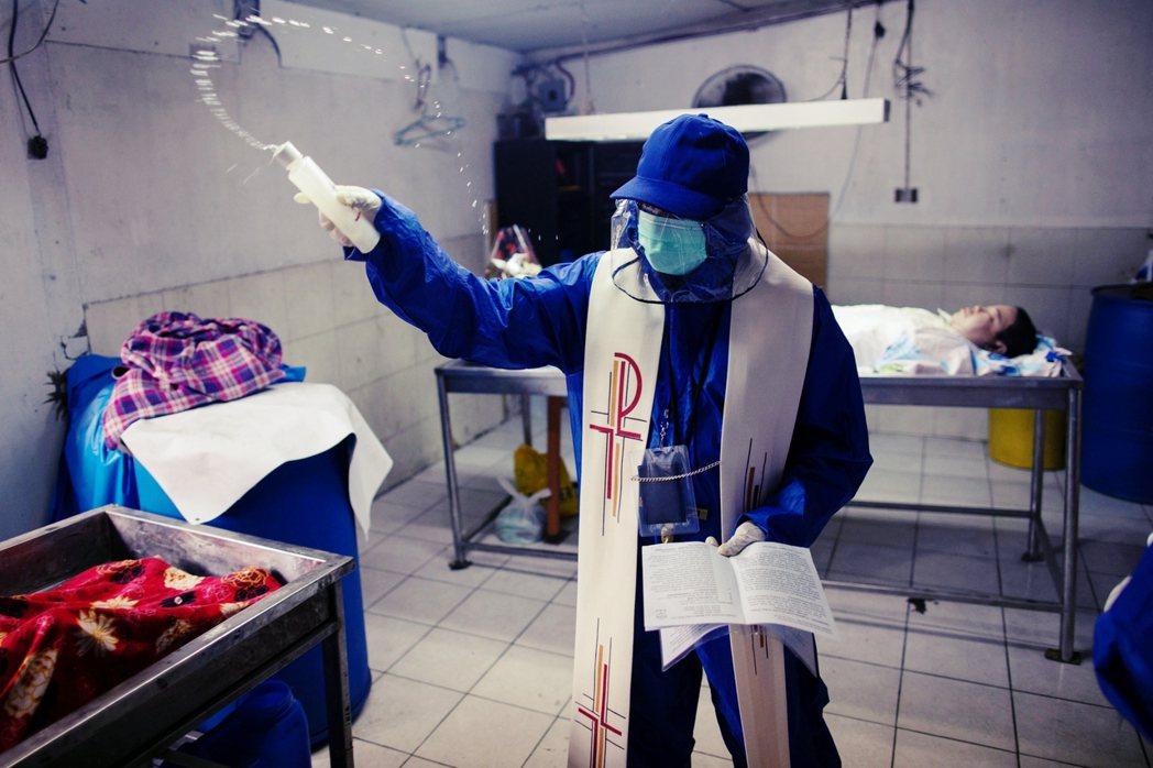 5月4日,菲律賓還在瘟疫中掙扎的同時,ABS-CBN的經營特許權也到期,但國會依...
