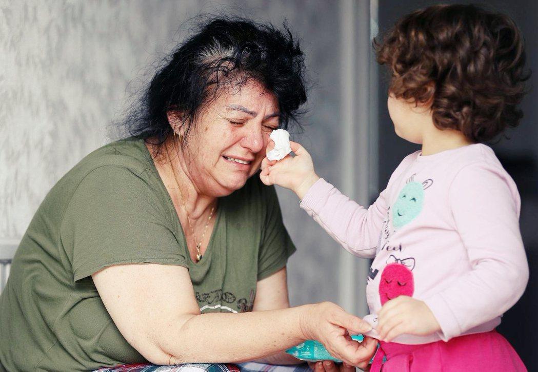 截至5月初,英國的新型冠狀病毒確診死亡病例數,已經超越義大利,成為全歐洲最嚴重國...