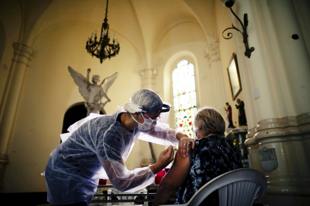 疫苗臨床試驗後,數個月的等待是必然的,在新型冠狀病毒的迫切需求下,透過WHO、歐...