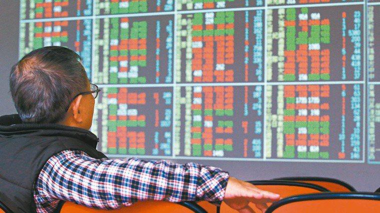 如果你不知道怎麼選股,就可以考慮在股市買進ETF(指數型基金)。示意圖/聯合報系...