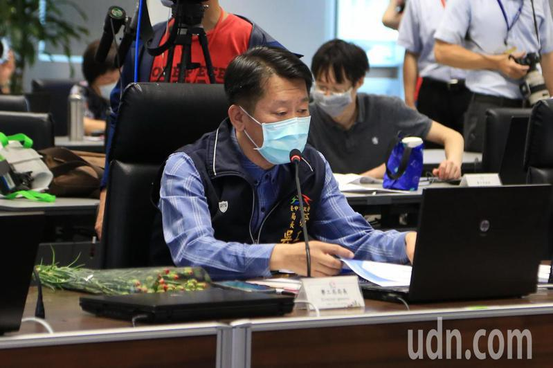 台中市勞工局長吳威志專案報告。記者陳秋雲/攝影