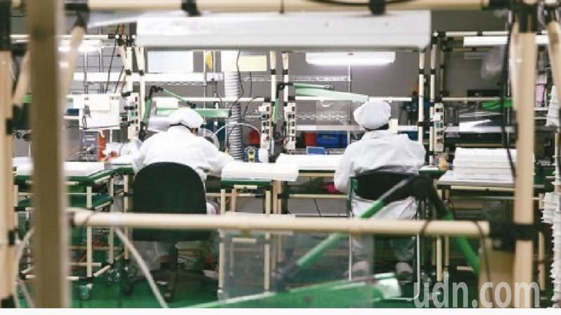 疫情重創各行各業,尤其製造業占比高。圖/聯合報資料照片