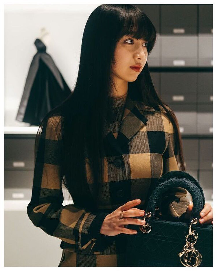 木村心美也擁有Lady D-Lite黑色款。圖/取自IG
