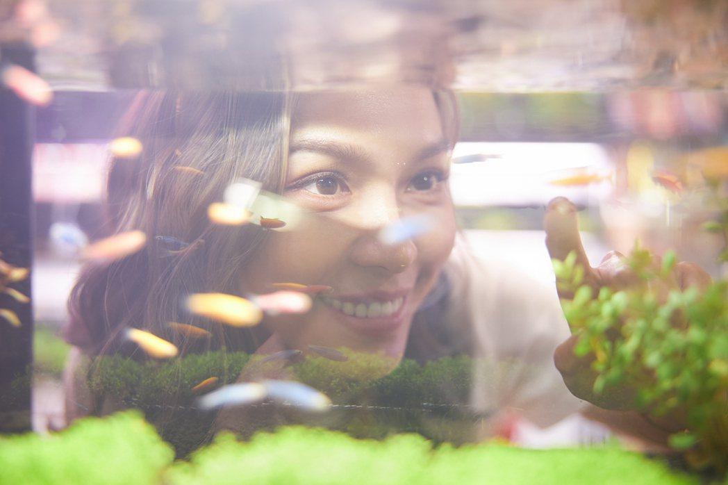 林采欣宣布加盟華納,並拍攝新歌「鯨落」MV。圖/華納音樂提供