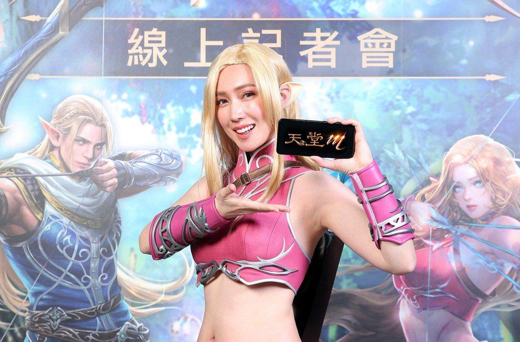 小薰為遊戲代言Cosplay妖精穿中空裝。圖/台灣遊戲橘子提供