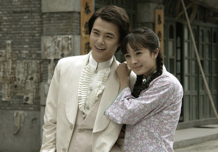 楊冪(右)、孫堅10年前演出「刁蠻新娘」。圖/東風衛視提供