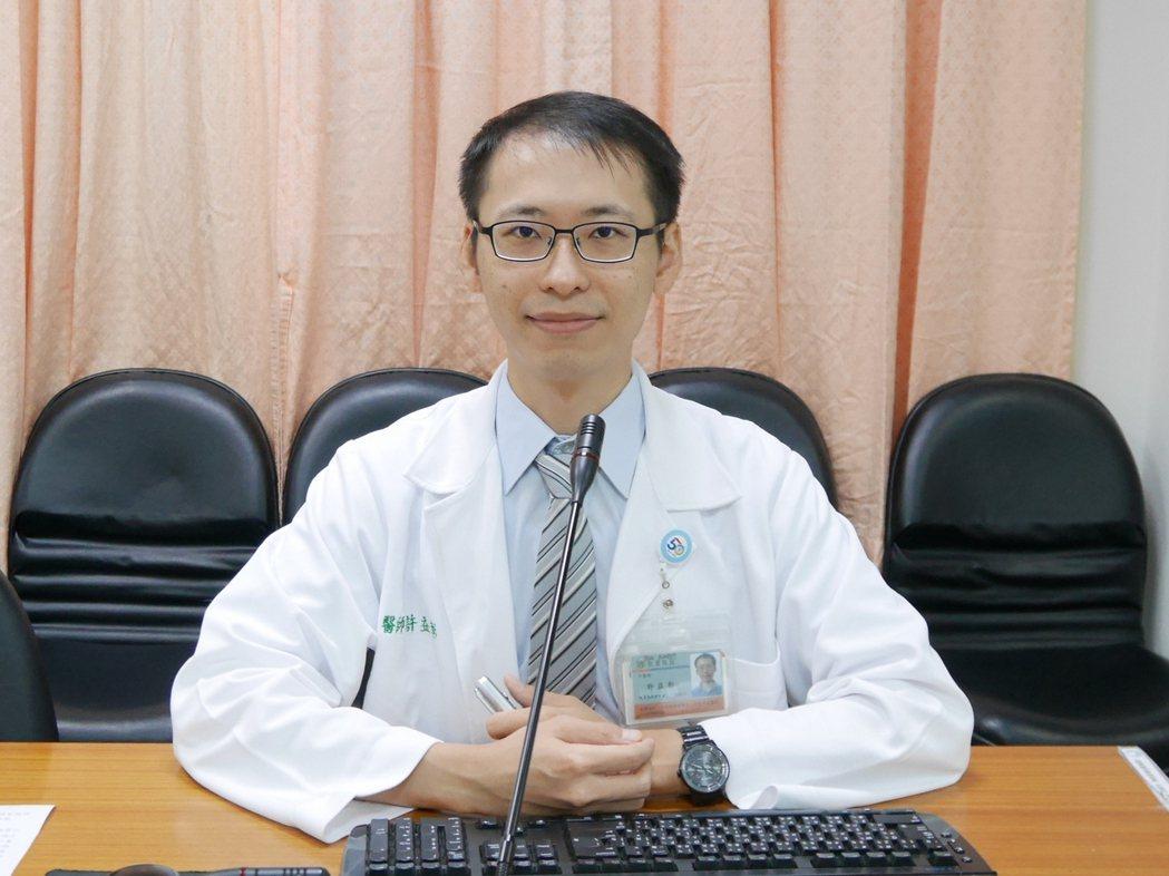 台南柳營奇美醫院中醫師許益彰說,痠痛貼布種類有很多,切勿亂貼,建議先請教專業者為...