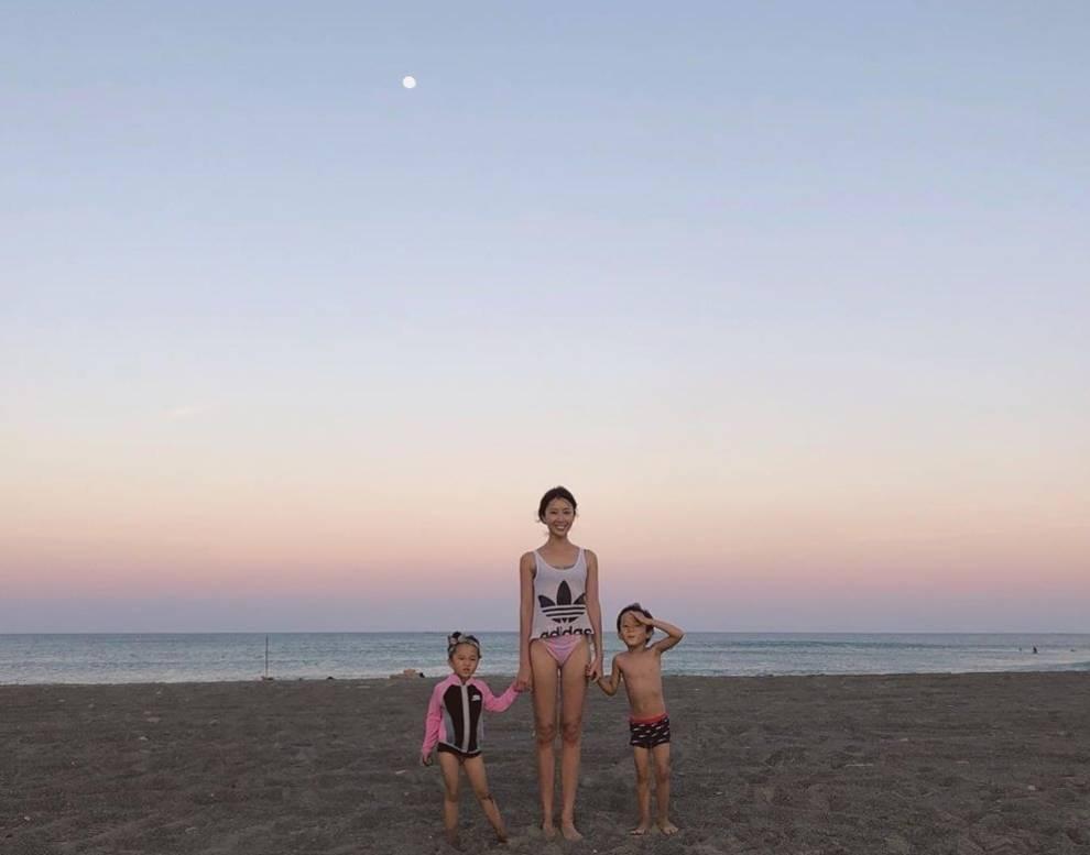 隋棠曝粉紅色天空美景,粉絲卻只關注她的美腿。圖/截圖自IG