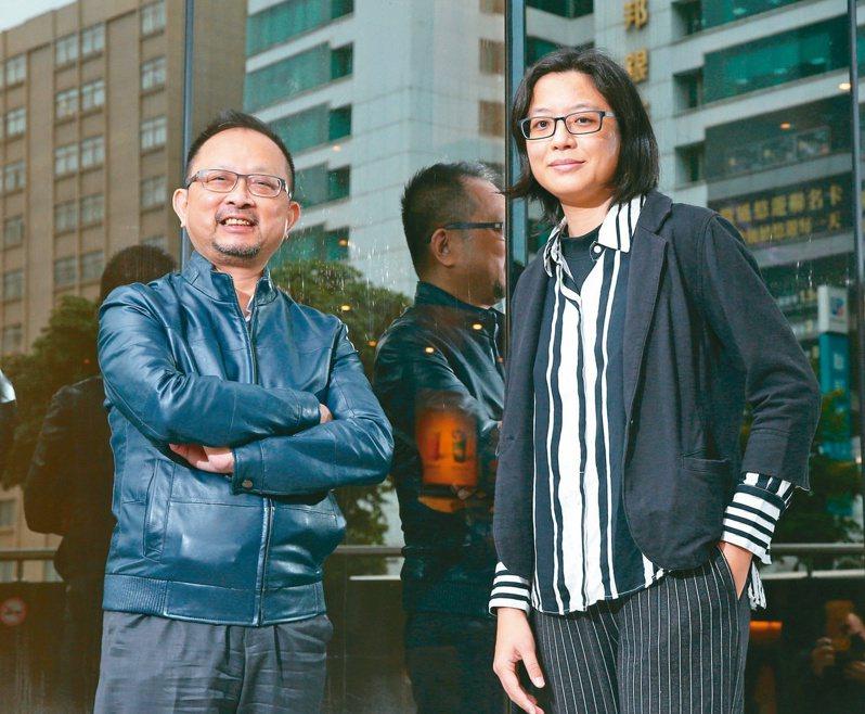 腹膜透析腎友協會理事長吳鴻來(右)與前任理事長王濋諭(左)。記者林澔一/攝影