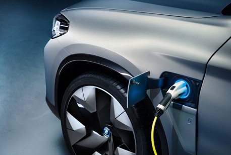 要讓電動車更加普及 BMW:電池價格是重要因素!