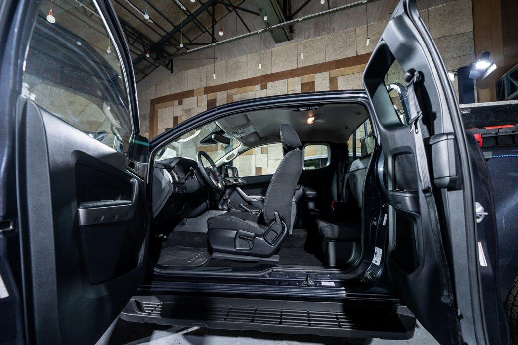 New Ford Ranger職人型採用獨特的一廂半車身座艙與中央對開式車門設計...
