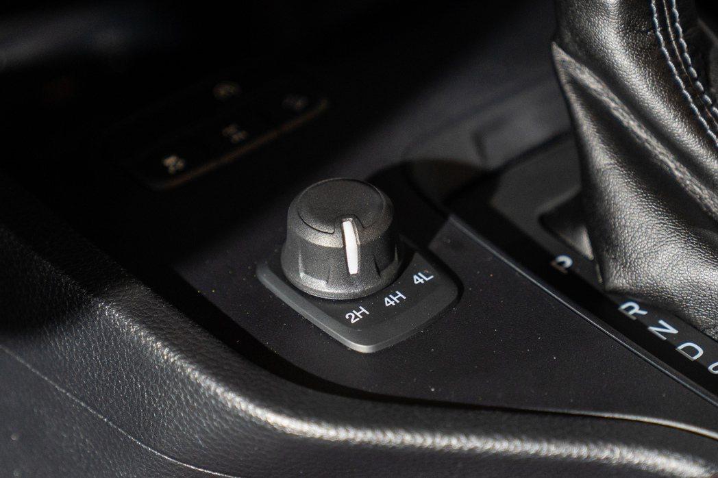 New Ford Ranger職人型/全能型結合分時四輪驅動系統、電子式旋鈕加力...