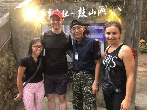 「鼓山洞」是高雄市政府選定的第一個軍事遺址觀光據點,開放以來也吸引不少外旅客。 ...