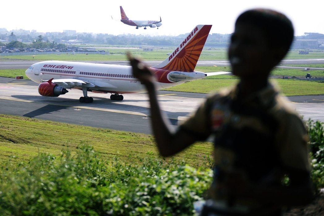 印度中央政府周二正式宣布,自7日開始將發動全球性的「撤僑大行動」,以海空疏運的方...