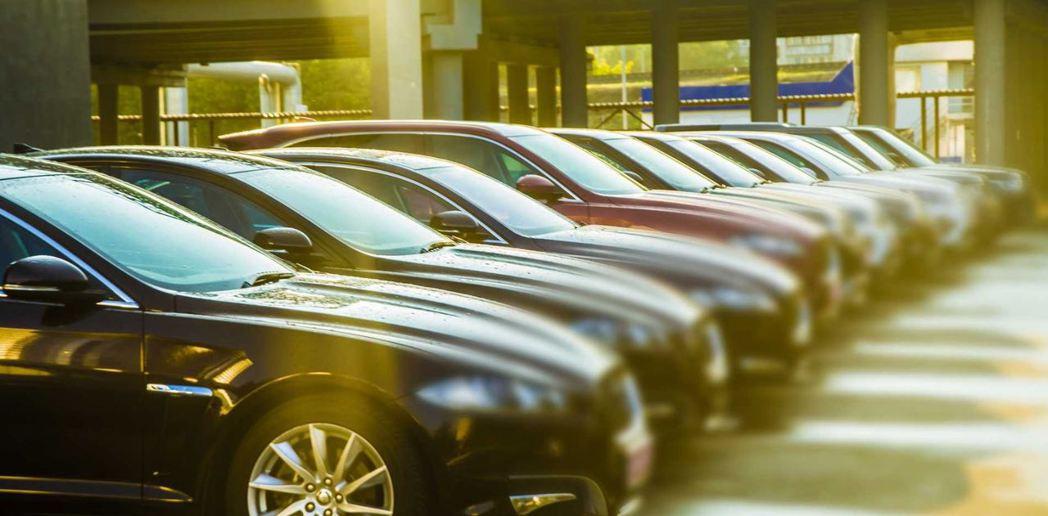 19位未成年小孩在一個月內偷了46輛新車 摘自Motor1