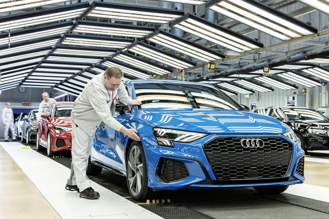 Audi今年第一季僅發布大改款A3車系,在A3 Sportback步入生產線沒多...