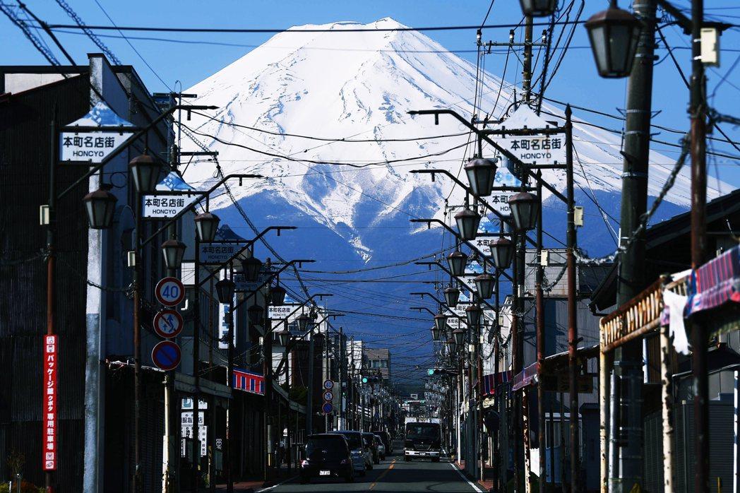 5月6日是日本黃金週連假的最後一天,政府各種鋪天蓋地的防疫自肅下,各地的人流移動...