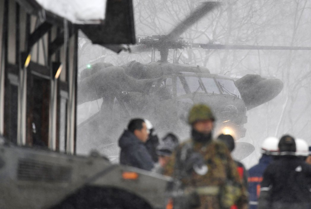 圖為2018年1月,群馬縣的草津根白山突然噴發,當時正在雪地訓練的自衛隊1死多人...