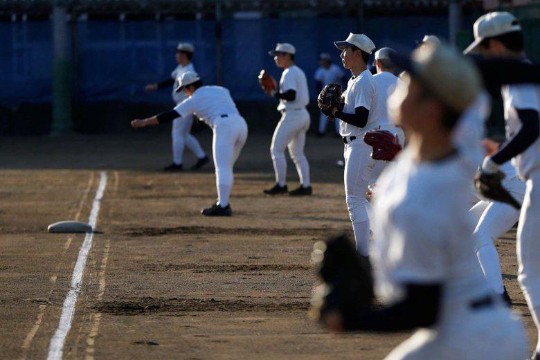 夏季甲子園是否開打,日本高中棒球聯盟也必須在6月做出最後判斷。 圖/路透社