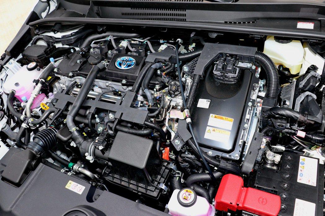 搭載原廠代號2ZR-FXE的直列4缸1.8升VVTi Atkinson循環引擎,...