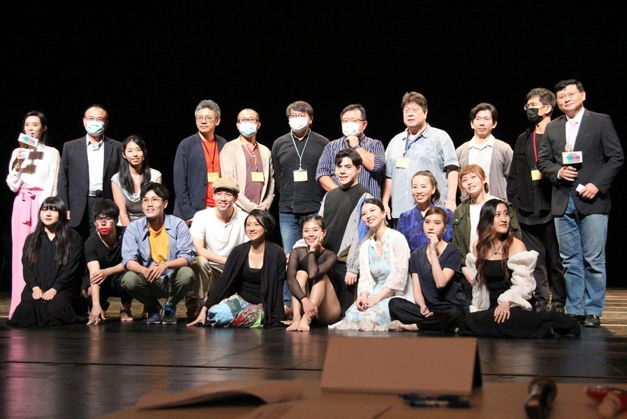 全民、果陀、綠光等8大劇團舉辦「舞台劇潛力新星甄選會」,要給新秀表演者一個夢想。