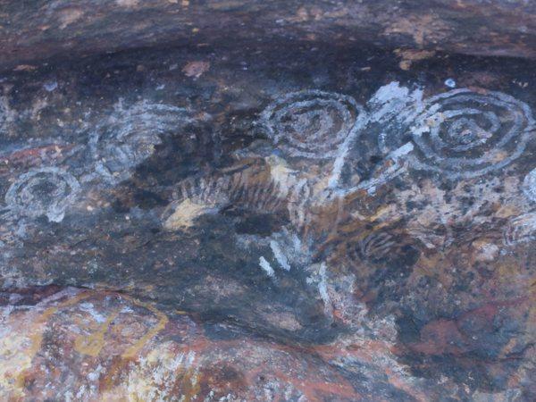 烏魯魯(Uluru) 愛爾斯岩(Ayers Rock)的家族洞穴(Family Cave )